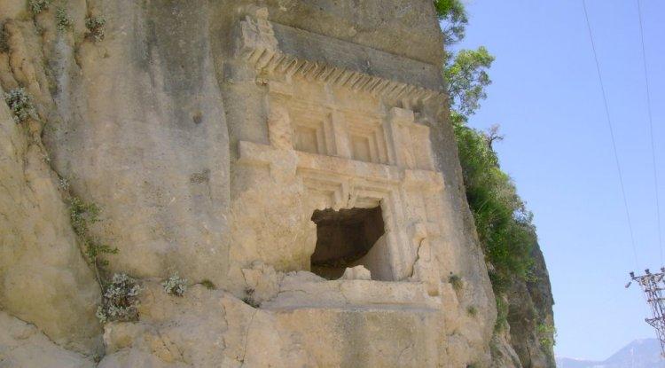 Dirgenler Köyü Fotoğrafları - Likya Uygarlığı Kaya Mezarı