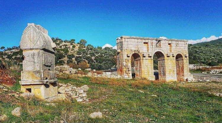 Patara Antik Kenti Giriş Kapısı - Antik Kemer-  Anıt Mezarı