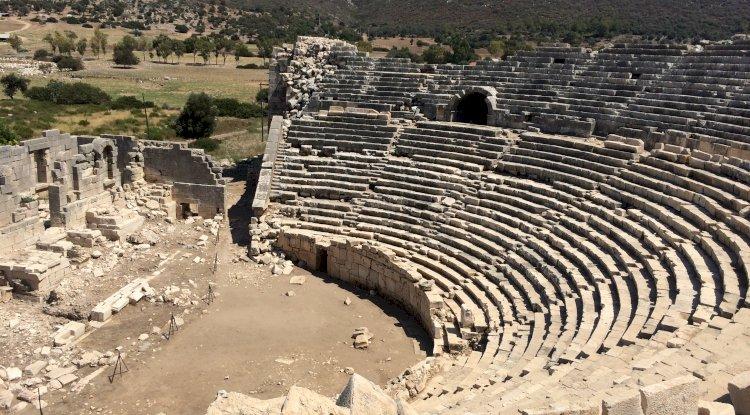 Patara Antik Tiyatrosu - Patara Antik Tiyatro Yan Görünümü