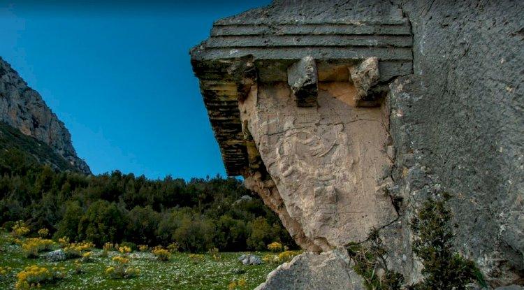 Kaş İkizce Köyü - Kaş İkizce Mahallesi - Likya Kaya Mezarı